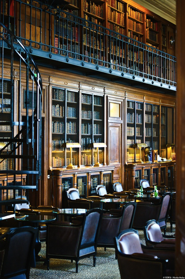 saint-james-paris-rose-bar bibliotheque